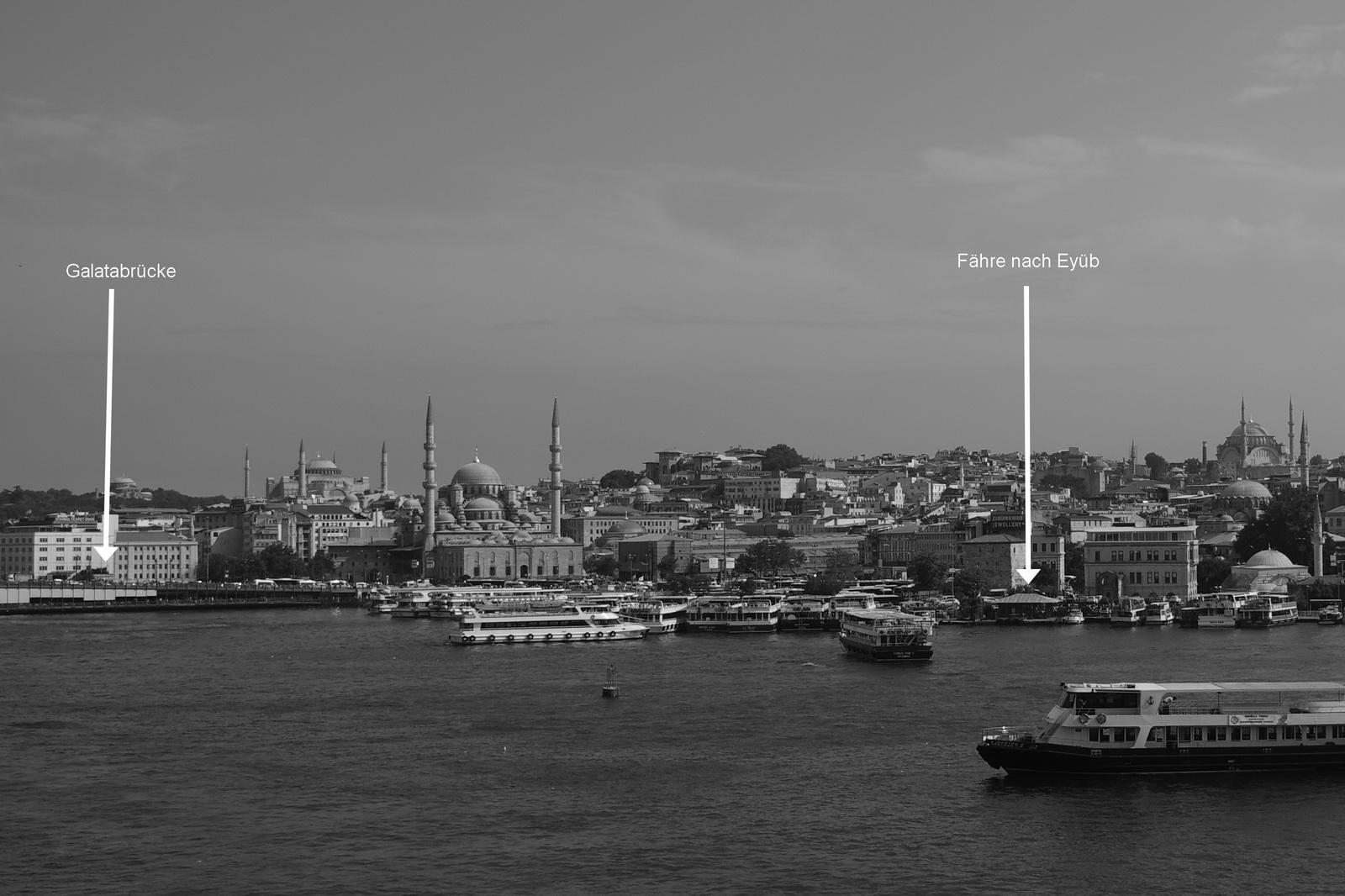 Der Fähranleger nach Eyüp bfindet sich etwas versteckt im hinteren Teil des Hafens. Zur Orientierung, das Bild wurde von der Schnellbahnbrücke aus aufgenommen